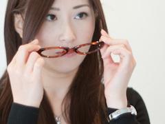 眼科と眼鏡店の視力検査の画像
